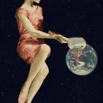 Looking the world with a magnifying glass/ Mirar el mundo con lupa. Jorge Bucay. Diario Levante, Diario de Mallorca, etc. 2006